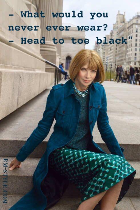 """Nella foto Anna Wintour. In una recente intervista, alla domanda: """"Cosa non indosseresti mai e poi mai?"""" La diabolica direttrice ha risposto: """"Nero dalla testa ai piedi."""""""