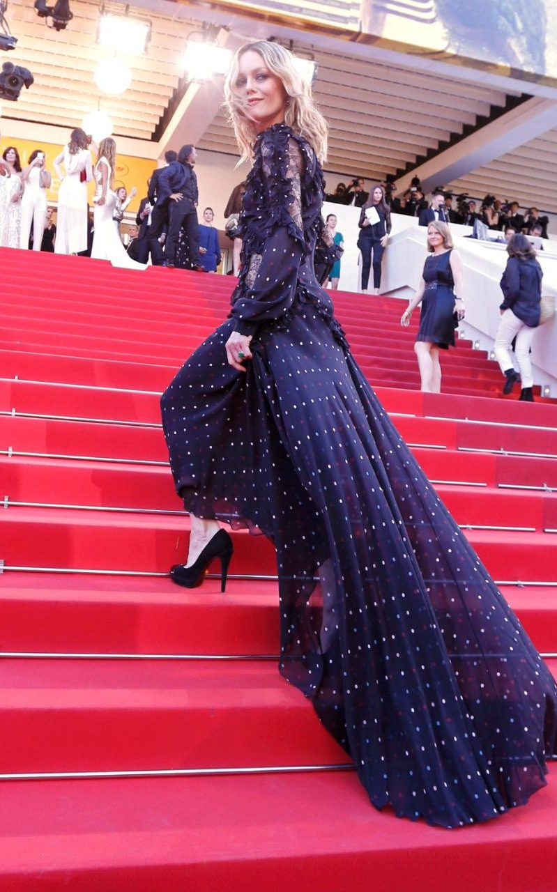 98054694_Jury_member_actress_and_singer_Vanessa_Paradis__poses_on_the_red_carpet_for_the_screening_o-xlarge_trans++i7fXqjy78frWG33CIVt5_jREcWnHidtyOSwiOYBtWqQ